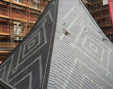 Bild 029 – Spanischer Dachschiefer Spitzwinkeldeckung mit gruenem Muster
