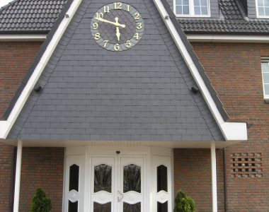 Bild 066 – Spanischer Dachschiefer Rechteckdoppeldeckung Wand mit Ornament