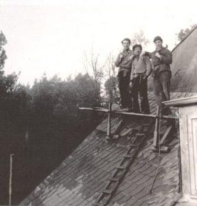 Dachdecker Kollegen in den 50er Jahren