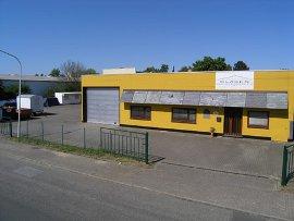 Firmengebaeude in Halstenbek bei Hamburg